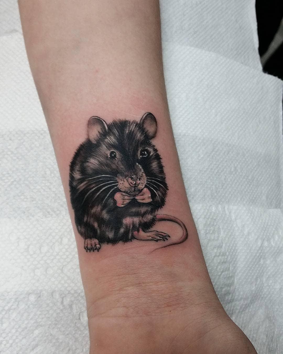 张小姐小臂可爱鼠纹身图案